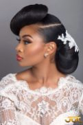 Fotos de penteados de noiva: coque. Foto: @misstomrsbridal