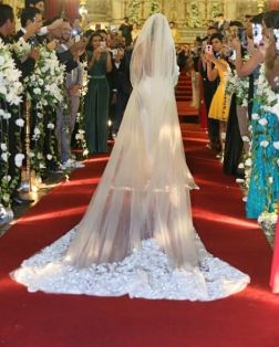 Vestido de noiva Carol Hungria - Casamento Nicole Bahls e Marcelo Bimbi. Foto: @edsonmaranatacerimonialista