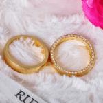 Aliança de casamento cravejada de brilhantes na lateral. Foto: Lojas Rubi.