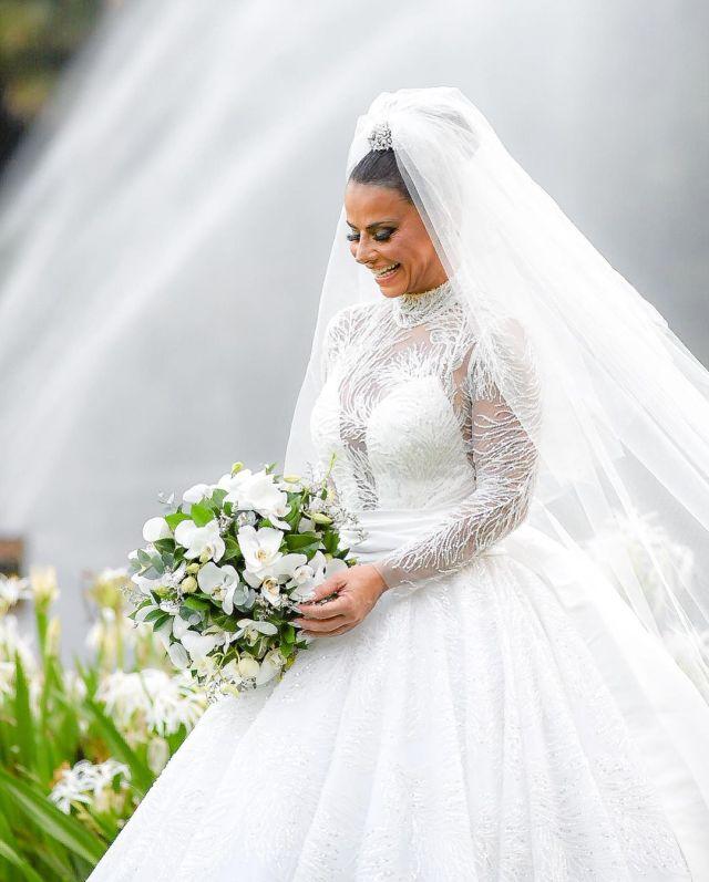 Buquê de noiva Viviane Araújo- Casamento Viviane Araújo
