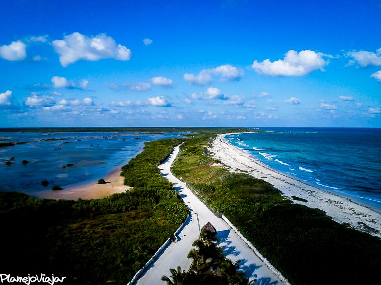 Lagoa e Mar do Caribe em Punta Sur