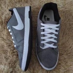 Tenis Nike Cinza