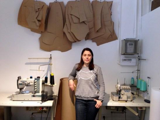 Nuria Ballena en su tienda y estudio Bloi Ecological Fashion