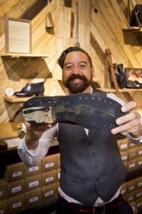 Juliano Lima en su tienda Caboclo de Barcelona.