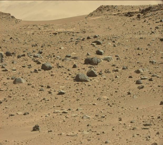 Dingo Gap, a short ways to the west of Curiosity's current position. Credit: NASA / JPL-Caltech