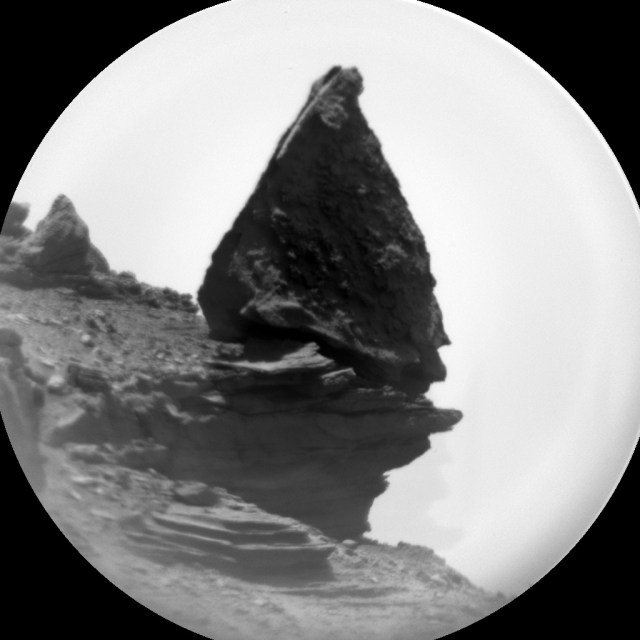 "Closer view of the ""standing rock."" Image Credit: NASA/JPL-Caltech/MSSS"