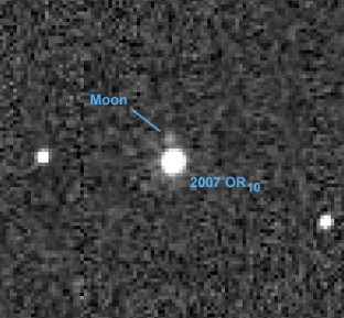 2007-OR10-moon