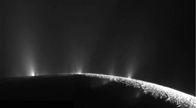 Geysers on Enceladus, seen by Cassini. © NASA/JPL