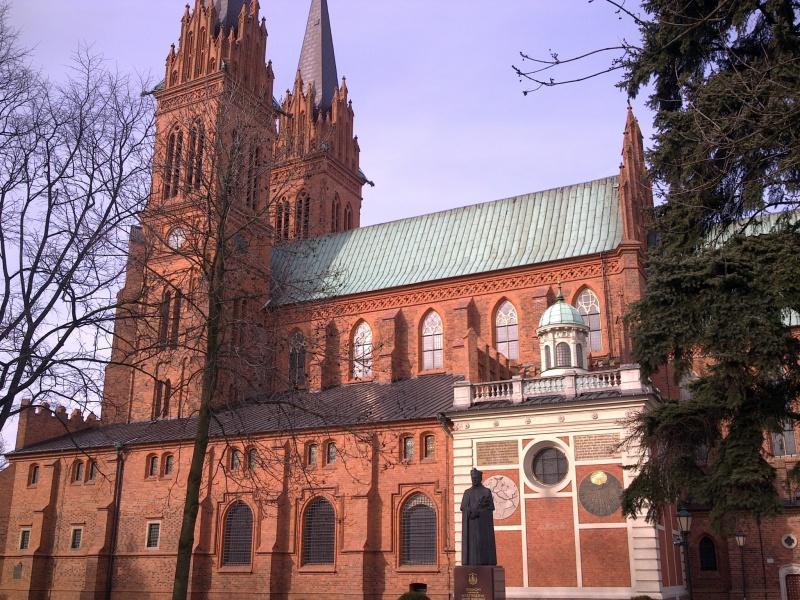 Katedra-NMP weWłocławku zesłynnym zegarem słonecznym