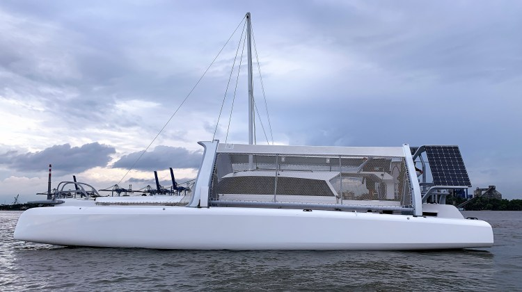 Rapido 50 from port side with folded almas Dec 2020