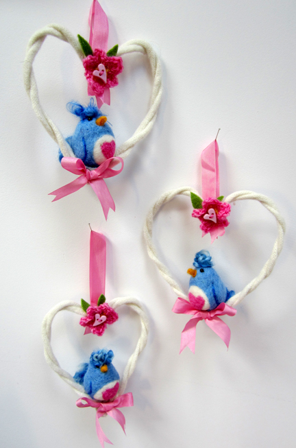 needlefelt lovebirds in wool hearts