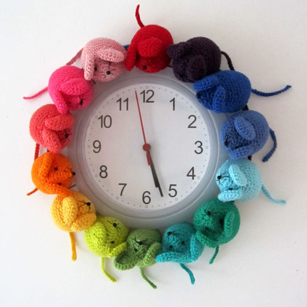 crochet  & Knit rainbow mouse patterns - clock