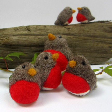 six needlefelt robins