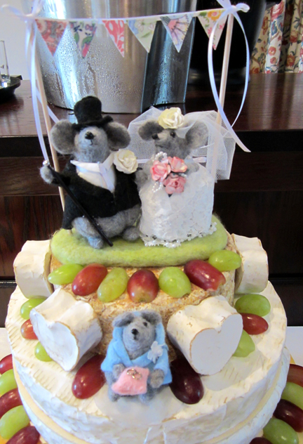 Needlelfet Mouse Wedding Cake Topper