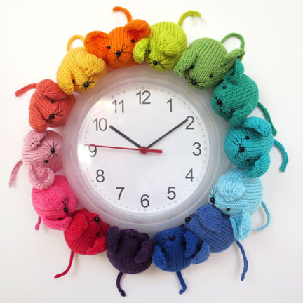Knitted Rainbow Mouse Clock |pattern from Planet Penny Etsy shop