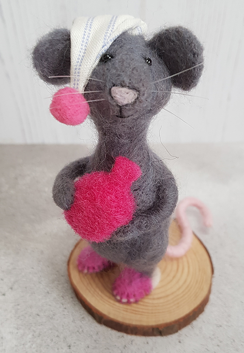 Needlefelt Mouse with hot waterbottle