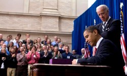 Barack_Obama_signs_American_Recovery_and_Reinvestment_Act_of_2009_on_February_17