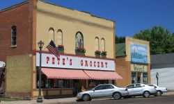 1024px-Petes_Grocery