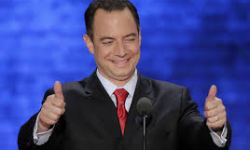 priebus thumbs up