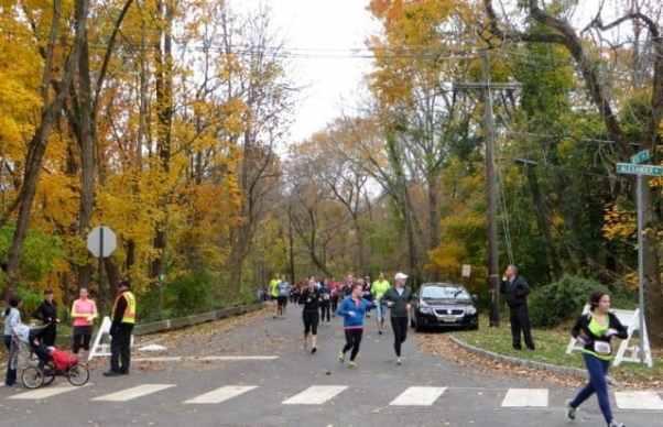 Runners on Alexander. Photo by Volker Schroder.