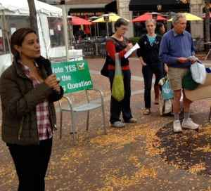 Princeton resident Bainy Suri talks about the plastic bag question on Hinds Plaza last month.