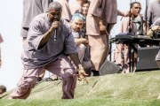 "Kanye West Performs ""Jesus Walks"" At Coachella On Easter Sunday!"