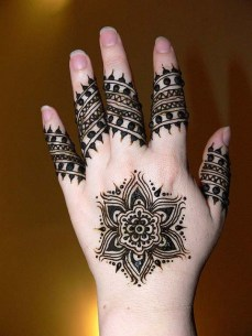 32 easy mehandi designs that you can do by yourself