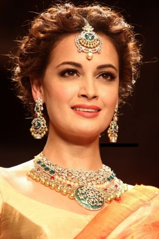 Traditional Indian wedding hairstyles 24