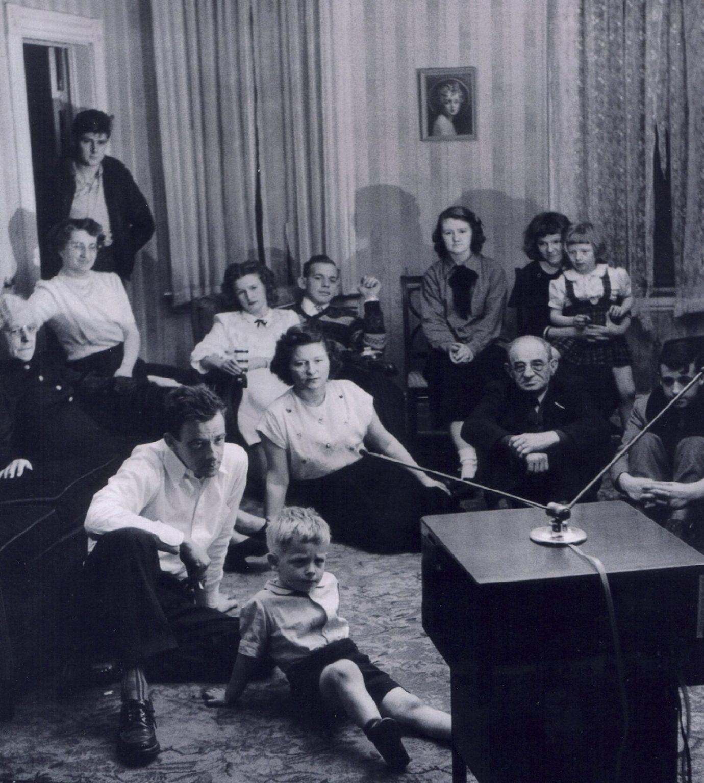 Famila e Invitados en el Hogar
