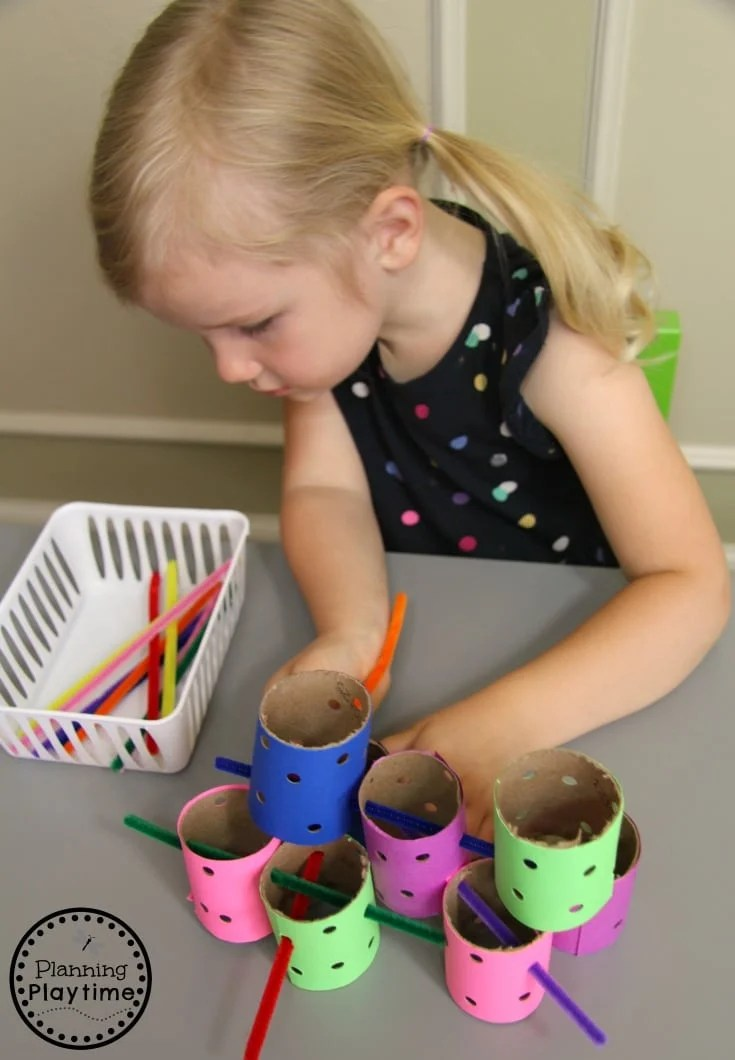Fine Motor Toddler Activities - Fun Learning Ideas for kids. #toddler #toddleractivities #ideasfortoddlers #planningplaytime #ad #finemotor
