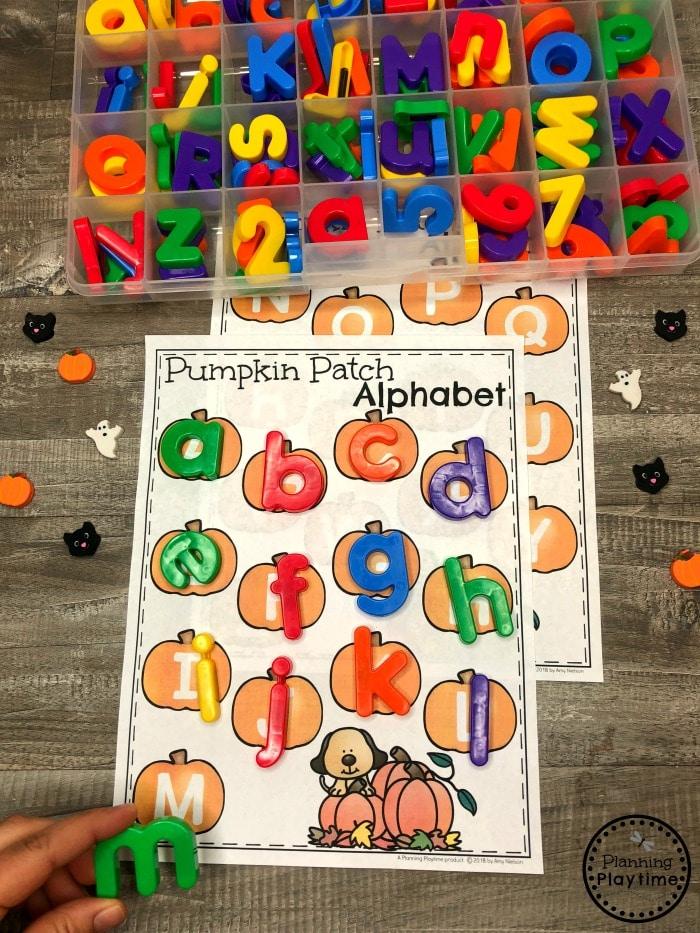 Letter Matching Pumpkins - Preschool Alphabet Game #halloweenworksheets #preschoolworksheets #planningplaytime