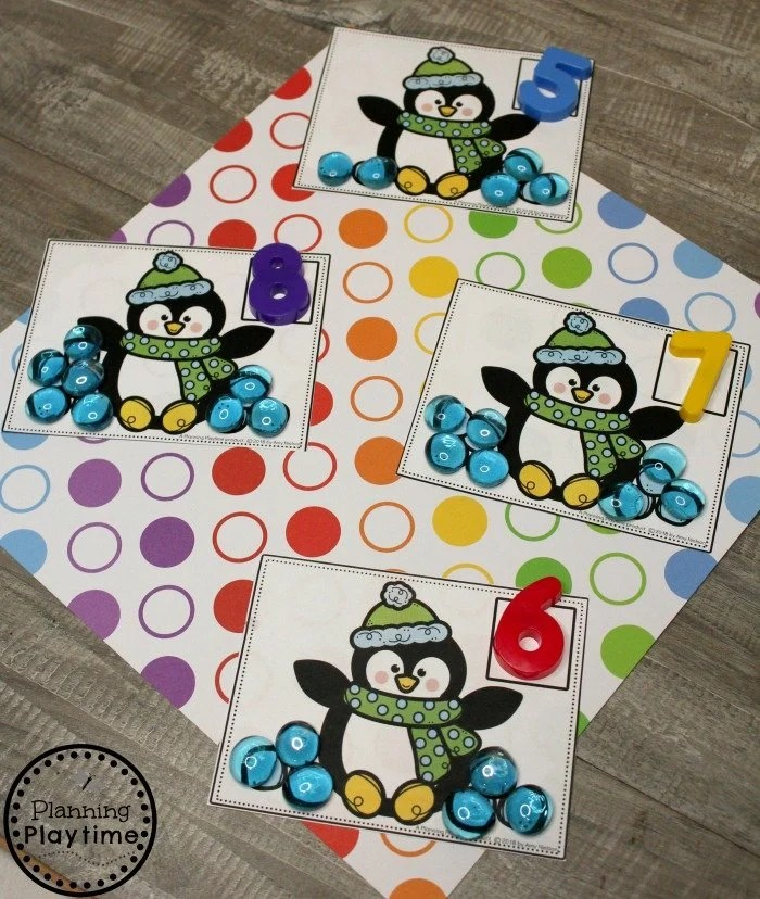 Arctic Animals Preschool Counting Game #arcticanimals #preschoolactivities #planningplaytime #penguins #counting