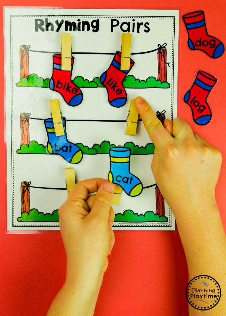 Rhyming Words Kindergarten Games - Rhyming Socks on a Line #planningplaytime #rhymingwords #kindergartenworksheets #rhymingworksheets #literacyworksheets
