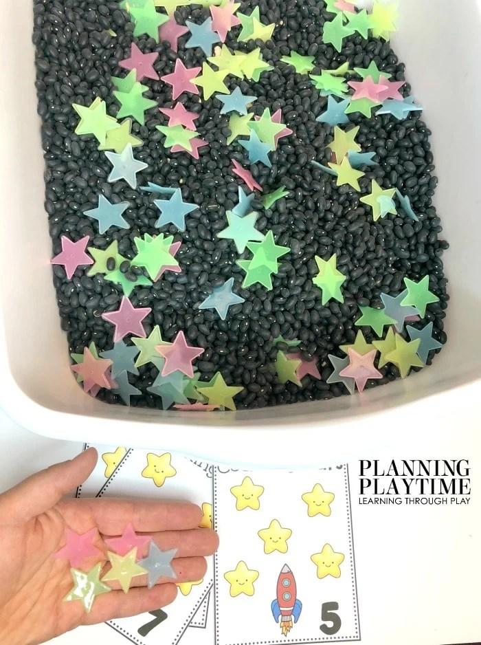 Space Theme Sensory Bin and Preschool Counting Activity - Counting Stars #spacetheme #preschoolworksheets #preschoolactivities #preschoolprintables #planningplaytime #sensorybin #countingworksheets