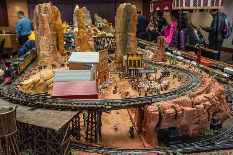 Plano Train Show, Plano Centre
