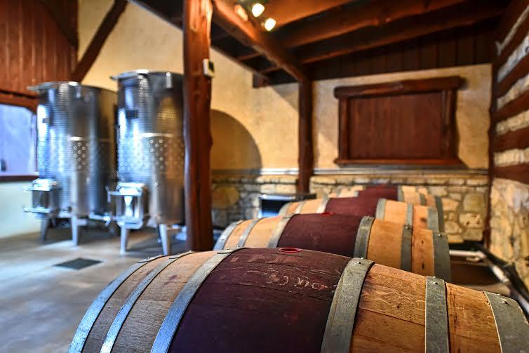 wedding-oak-barrels-and-tanks