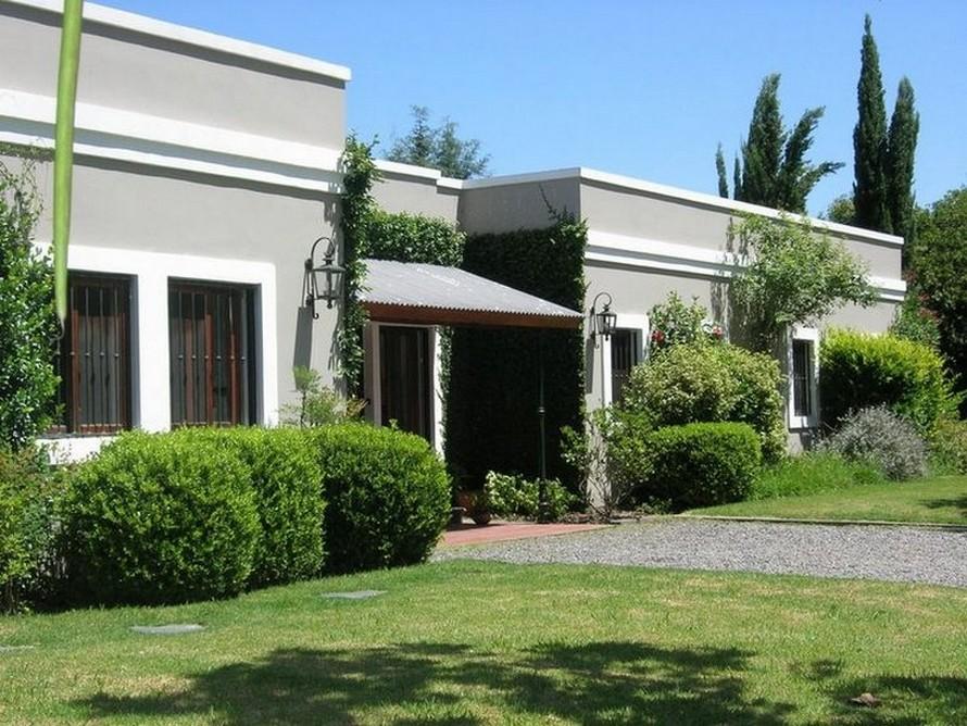 35 fachadas de casas de una planta modernas y vistosas for Frentes de casas de una planta