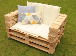 Pallet chair outdoor