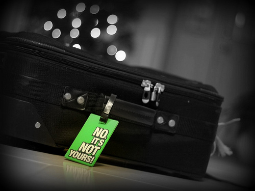 luggage-tag_safety-tips-travelling-abroad