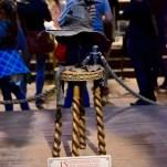Le Choixpeau magique attribue une maison à chaque élève de première année. Dans Harry Potter à l'école des sorciers, il envoie le jeune Harry chez les Gryffondor. © David Trotta