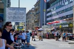 Durant la guerre froide, différents points de passage permettaient d'aller d'un secteur à l'autre. Peu important à l'époque, Checkpoint Charlie s'est pourtant imposé comme monument touristique historique de Berlin. © David Trotta