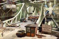 """Le pont de Glienicke relie Berlin à Potsdam. Durant la guerre froide, il séparait les secteurs américains et soviétiques. Il était surtout connu sous le nom de """"pont des Espions"""". Une version miniature se trouve au musée de l'espionnage de Berlin. © David Trotta"""