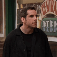 Ben Stiller, qui n'avait juste pas encore explosé avec Mary à tout prix interprétait le copain fou de Rachel dans l'épisode 22 de la saison 3.