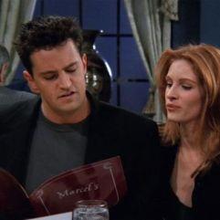 Apparition remarquée de Julia Robert dans l'épisode 13 de la saison 2, en tant qu'ancienne camarade de classe de Chandler.