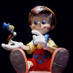 C'est sans doute le long métrage d'animation des studios Disney, paru il y a huitante ans cette année, qui a le plus contribué à rendre Pinocchio célèbre à travers le monde. David Trotta © PLANS CULTES