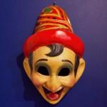 Un masque à l'effigie de Pinocchio. Il rappelle évidemment Arlequin. David Trotta © PLANS CULTES
