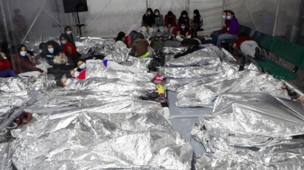 Pressionado, Biden libera imagens de imigrantes na fronteira