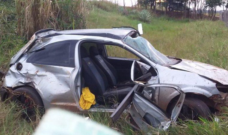 Jovem de 24 anos capota carro que dirigia, é lançado para fora e morre na MS-276