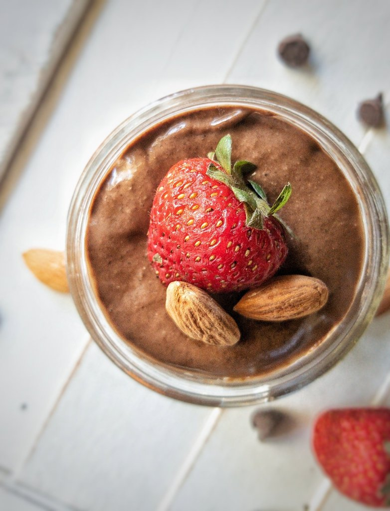 Less or fewer than 10 ingredients chocolate chia seed pudding made with cocoa powder