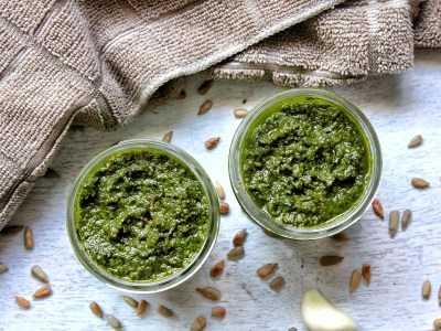 Two 4-ounce canning jars with vegan pesto